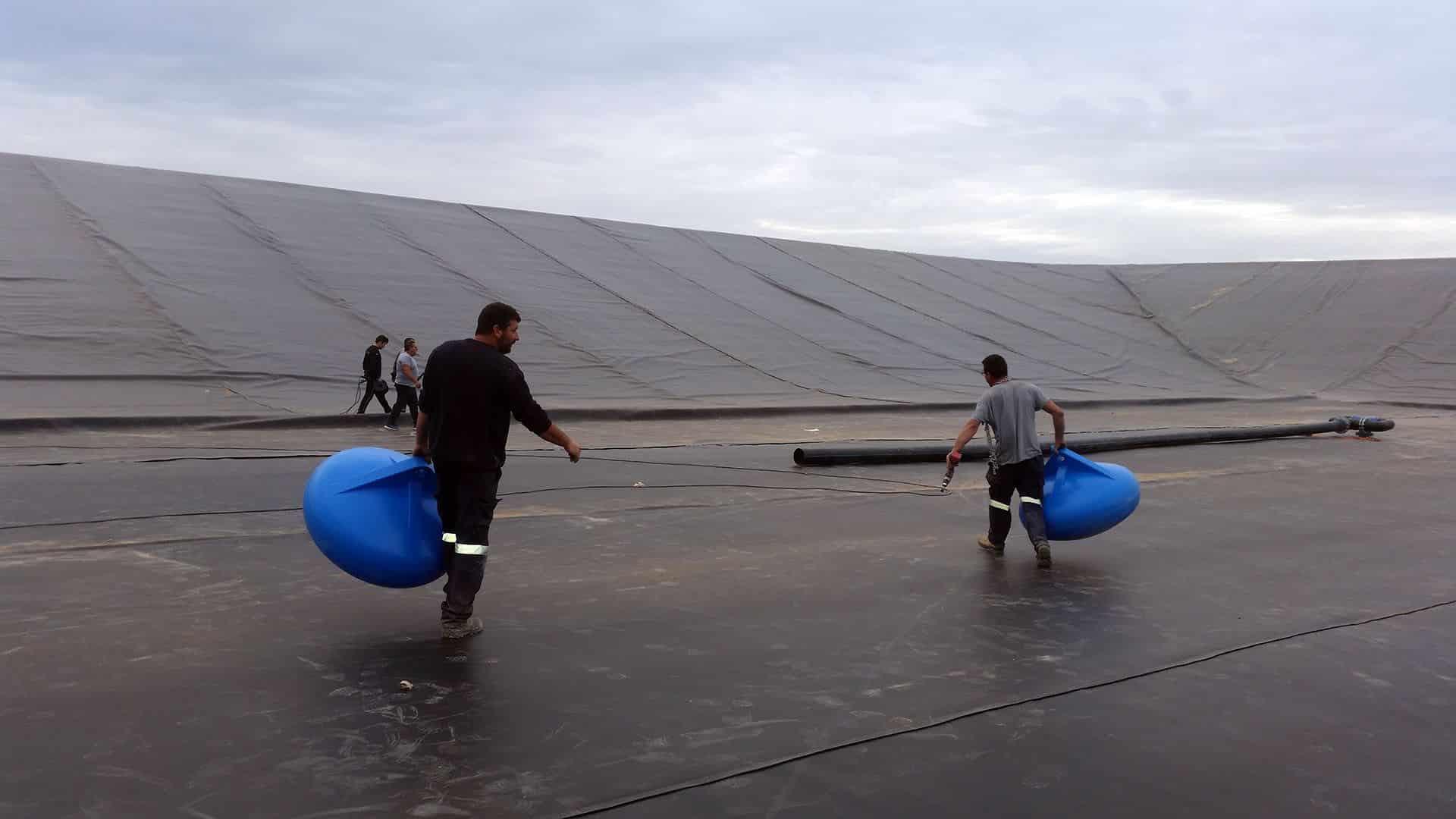 Flotadores embalse de riego