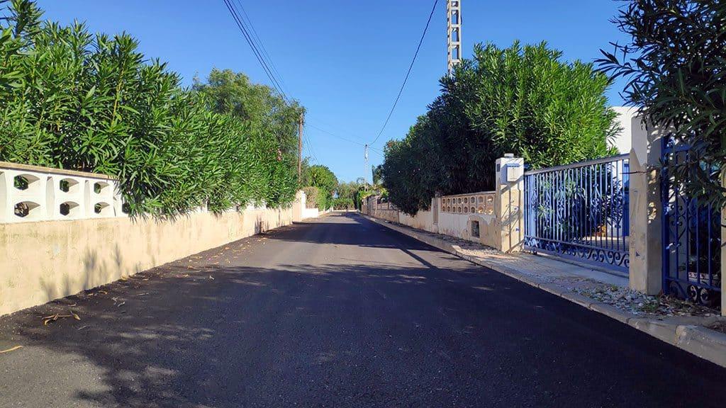 Calle asfaltada obra pública
