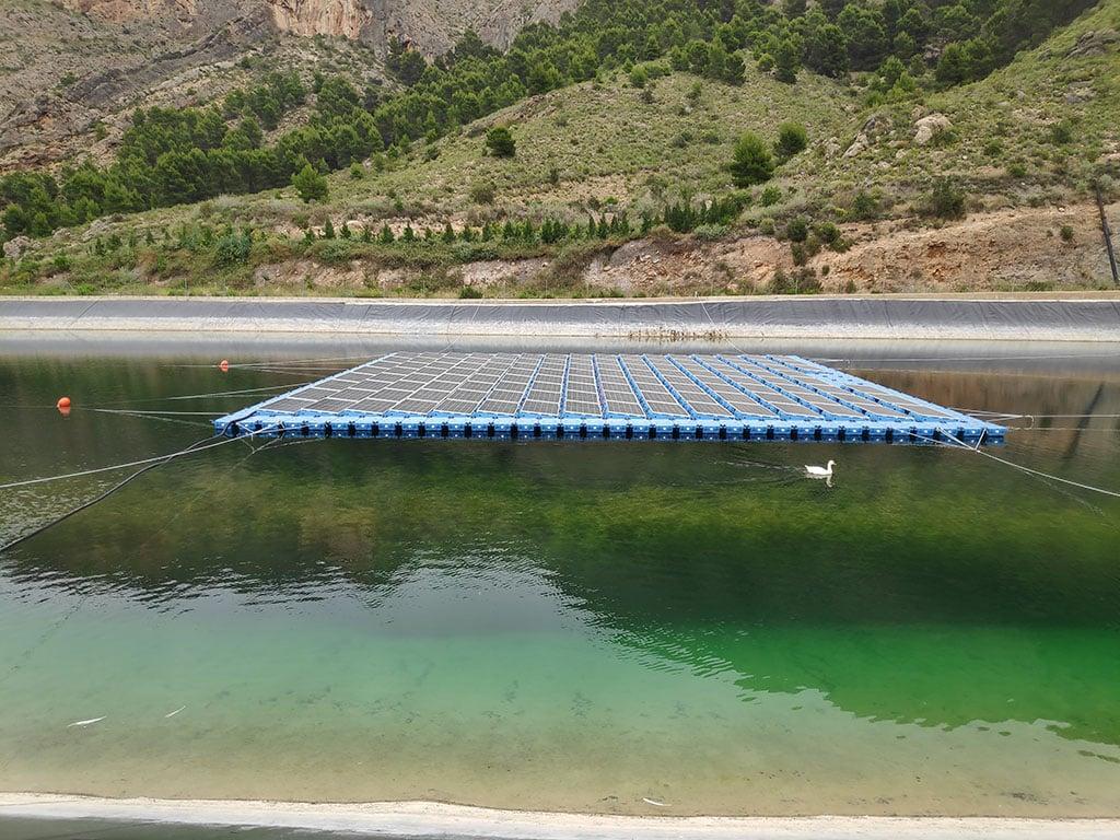 Instalación solar en embalse de riego